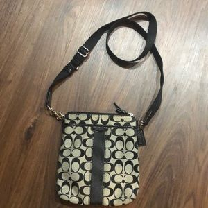 Like New- Coach Zipper Crossbody Bag
